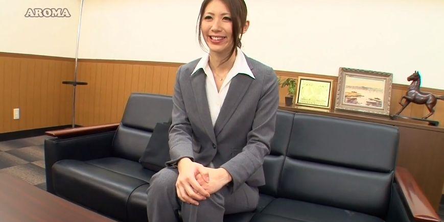 宮瀬リコ、9等身美人デリ嬢が職場に出張しベロチュー手コキサービス