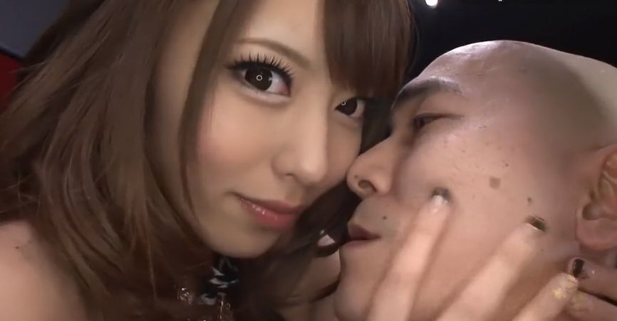 桜井あゆ、ビューティギャルがS舌でキモいM男をベロチューでイカす
